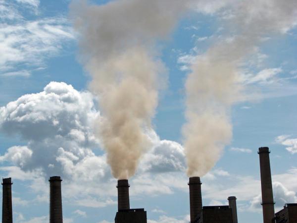 <p>Smokestacks emitting air pollution.</p>