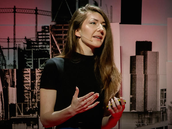 <strong></strong>Juno Mac on the TED stage.