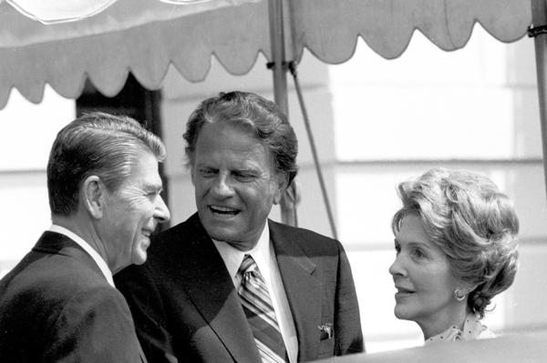 Graham talks with President Ronald Reagan and first lady Nancy Reagan at the White House on July 18, 1981.