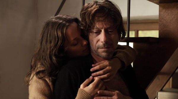 Carlotta (Marion Cotillard) suddenly returns, making the life of her old lover Ismael (Mathieu Amalric) a little more complicated in the process.