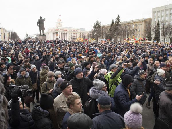 """Crowds gather to pay last respects to the victims of the Winter Cherry mall fire in Kemerovo, Russia. President Vladimir Putin, who made a surprise visit to the city, blamed the deaths on """"criminal negligence, sloppiness."""""""