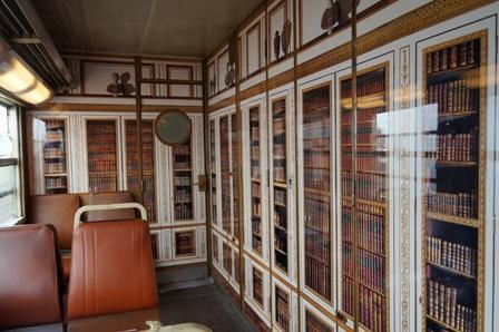 The <em>bibliothèque</em>, or library, car.