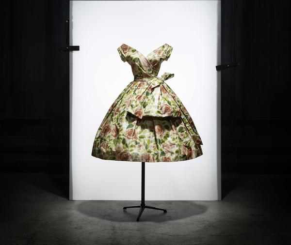Rose de France afternoon dress in taffeta with colored rose print. Spring-Summer 1956 Haute Couture collection. Fleche line.