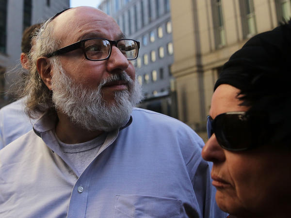 Jonathan Pollard, the American convicted of spying for Israel, leaves a New York court house following his release from prison early on Friday after 30 years on November 20, 2015 in New York.