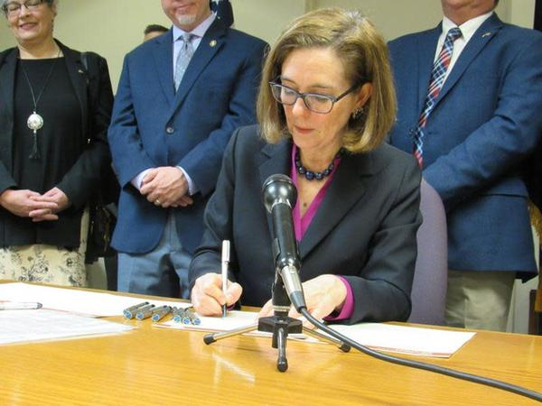 <p>Oregon Governor Kate Brown signs a drought emergency declaration in Klamath Falls on Tuesday, March 13, 2018.</p>