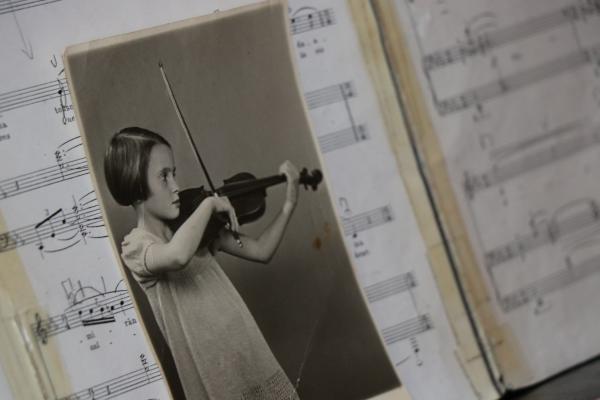 Robbie's mother playng violin