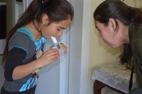 <p>Adriana Perez, with the Yakima Valley Farm Workers' Clinic, administers a breathing test to 10-year-old Azul, who has poorly-controlled asthma.</p>