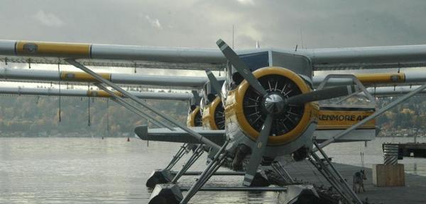 A six-passenger De Havilland Beaver aircraft.