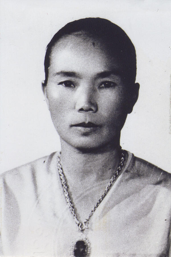 A photo from Neng Cha's youth.
