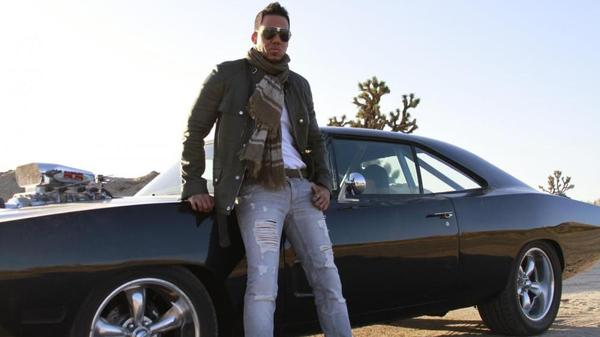 With his debut solo album, <em>Formula Volume 1</em>, Romeo Santos aims to cross over into the English-language market.