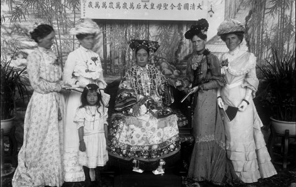 Empress Dowager Cixi poses with the wives of foreign envoys in Leshoutang, the summer palace in Beijing, circa 1903-04.