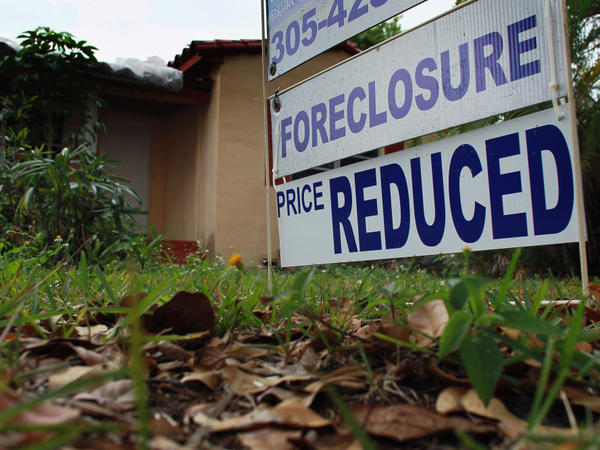 The housing market collapse has taken a toll on Florida families and may affect how they vote in the presidential election.