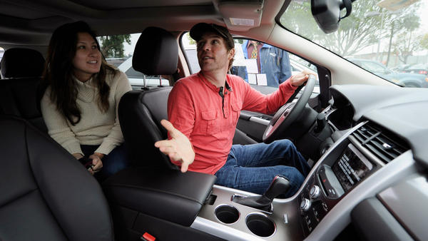 In Glendale, Calif., last month,  Allen Zimney and Leila Alvarez shopped for a Ford Edge.