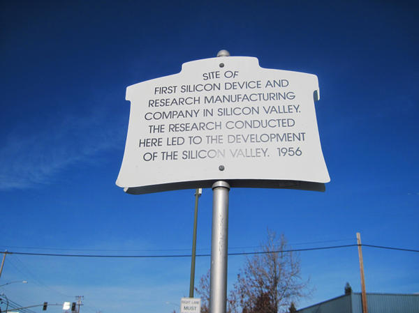 A plaque commemorating where Shockley set up in a lab in 1956. Shockley wanted to make better silicon-based transistors, but soon abandoned the pursuit. The building now houses an international produce market.