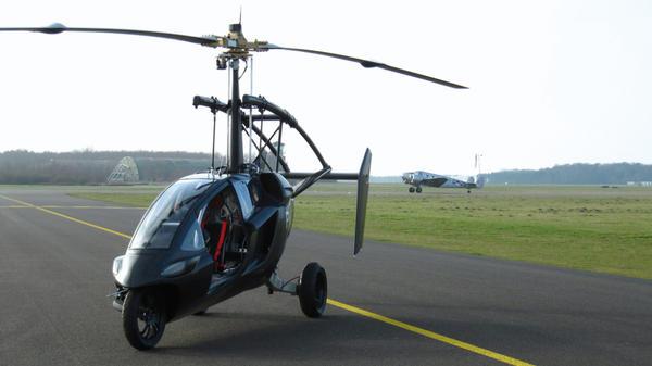 The PAL-V at a runway.
