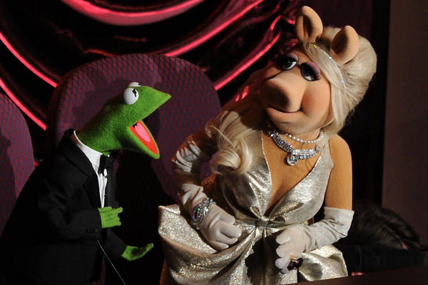 "Beloved ""Muppets"" stars Kermit the Frog and Miss Piggy banter during the awards ceremony. ""Man or Muppet"" won Bret McKenzie the Oscar for Best Original Song."