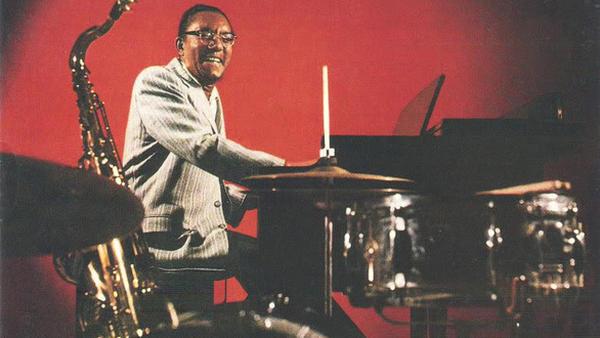 Gerald Wiggins on the cover of <em>Wiggin' Out</em>.