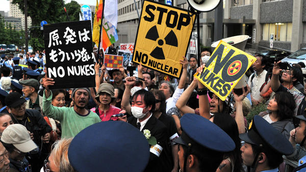 Anti-nuclear activists in front of the prime minister's official residence in Tokyo, June 22. Some 20,000 demonstrators protested against the Japanese government's decision to restart two idle nuclear reactors in western Japan, ending a brief period without any nuclear power generation.