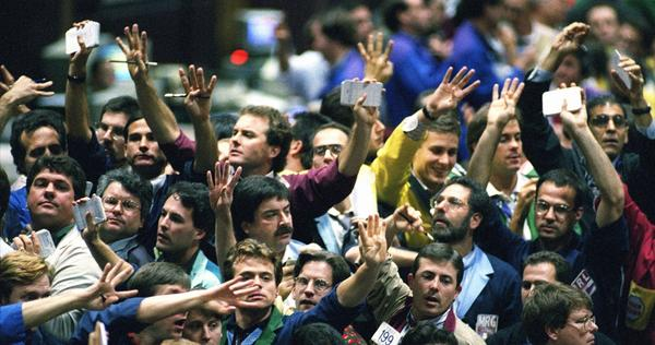 Traders work in the bond pit at the Chicago Board of Trade in 1995. In recent decades, much of the trading has left the pits and gone electronic.