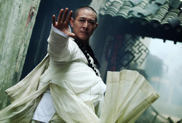 Abbot Fahai (Jet Li) fights against ancient Chinese demons disguised as humans, animals and objects.