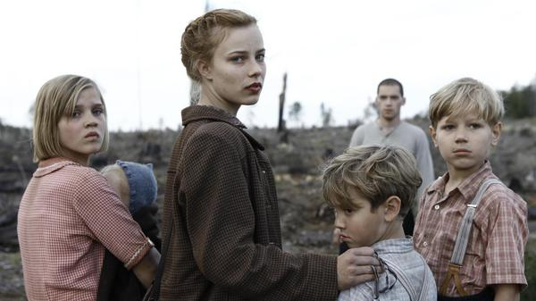 A band of virtually orphaned children (Nele Trebs, Mika Seidel, Andre Frid and Saskia Rosendahl) trek through southern Germany seeking shelter —  and answers — at the end of World War II.