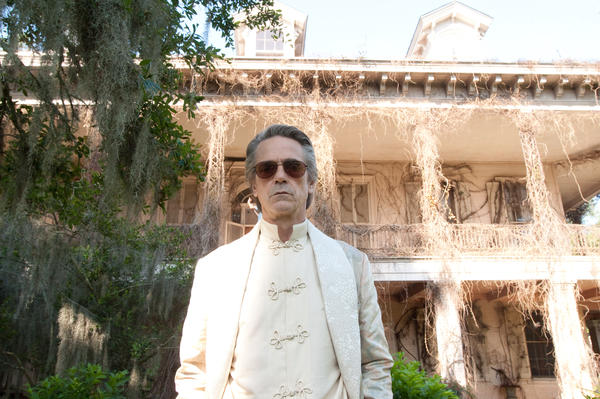 Jeremy Irons has fun with a Southern accent as patriarch Macon Ravenwood in <em>Beautiful Creatures</em>, even if he seems to be in a different film than the young lovers.