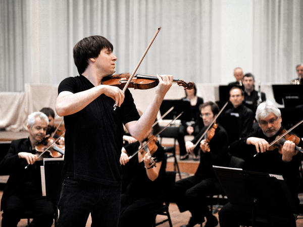 Violinist Joshua Bell conducts the Academy of St. Martin in the Fields by doing what comes naturally to him. The celebrated soloist is also the London orchestra's music director.