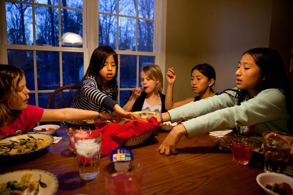 Laura, Celedonia, Anna, Miriam and Anita reach for the bread basket.