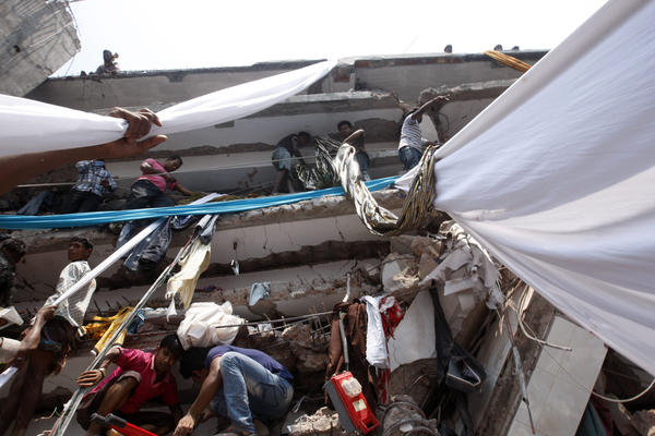 Civilians take part in the rescue operation using garments.