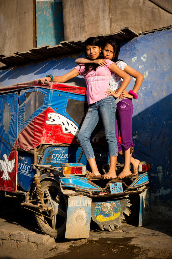 Leslie Lopez Bellido (left) and Sheyla Pachas Bellido.