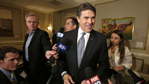 Texas Gov. Rick Perry meets with Illinois media during his April trip to lure businesses.