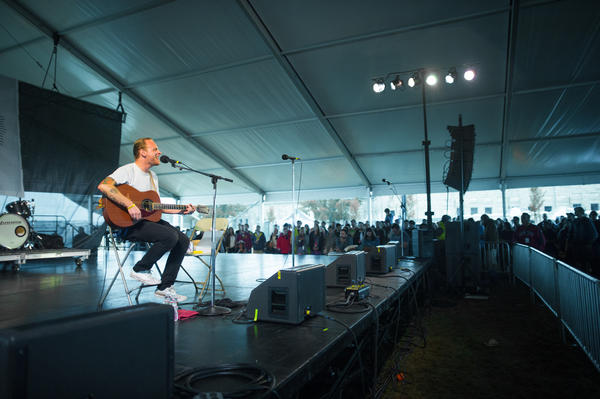 Deer Tick's John McCauley goes completely solo in a sparse and quiet set, including a number of covers of songs by Johnny Cash, Duke Ellington and even Jimmy Buffet.