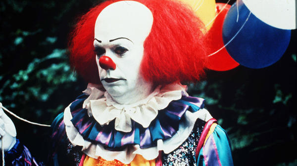 Tim Curry as Pennywise in a 1990 TV adaptation of Stephen King's <em>It</em>. Come on, tell us you aren't just a <em>little</em> creeped out.