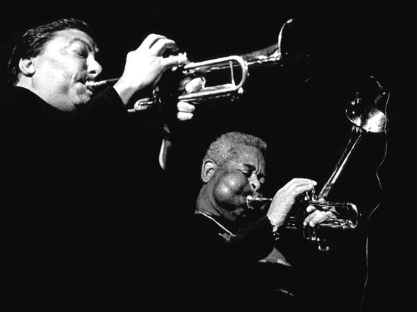 Arturo Sandoval and Dizzy Gillespie perform.