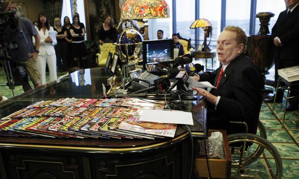 <em>Hustler</em> magazine magnate Larry Flynt, pictured during a 2007 news conference in his office in Beverly Hills, Calif.