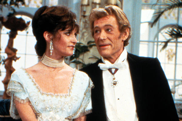 In 1983, O'Toole stars as Professor Higgins with Canadian actress Margot Kidder as Eliza Doolittle in a U.S. television production of <em>Pygmalion</em>.