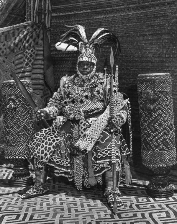 Portrait of Kubanyim Mbopey Mabiintsh ma‐Kyeen, taken in 1947 in Mushenge, Congo.