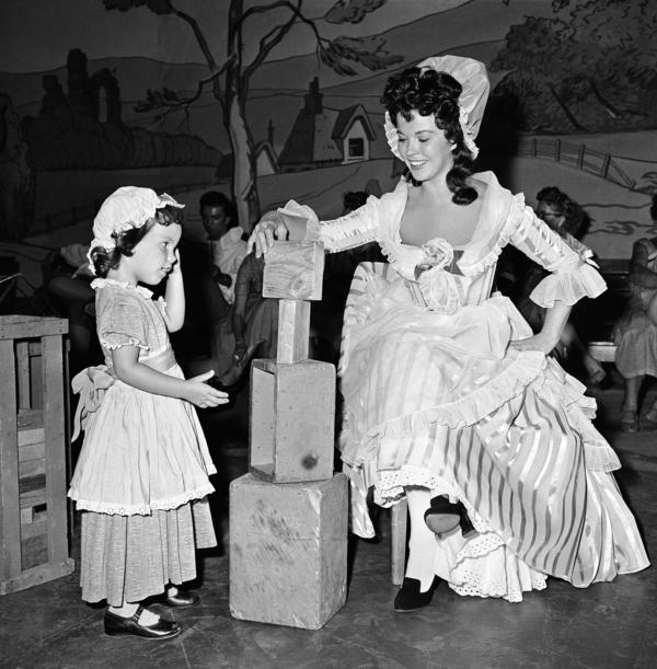 Temple and her daughter Lori prepare for a scene on the television program <em>Shirley Temple's Storybook</em> in 1958.