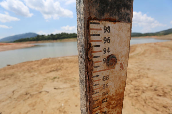 A photo taken on Jan. 31, 2014, shows a scale that measures the water level in the Jaguary dam.