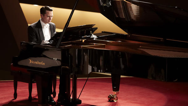 Tom Selznick (Elijah Wood) is a renowned concert pianist who's literally under the gun in <em>Grand Piano</em>, a Hitchcock-style thriller that plays out in real time.