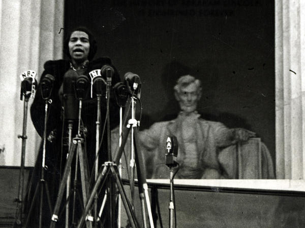 Contralto Marian Anderson sang at the steps of the Lincoln Memorial, April 9, 1939, to an estimated crowd of 75,000 people.