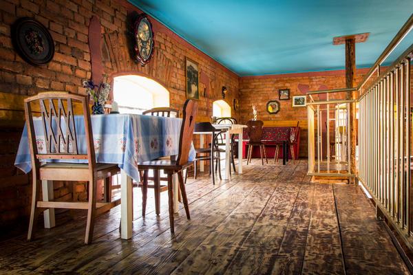 The decor at Romani Kafenava offers some local culture.