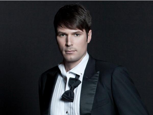 The newest round of <em>Bachelorette</em> contestants include an aspiring popera dude.