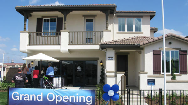 About 40 miles east of Los Angeles, houses in the new   College Park subdivision are designed to have good feng shui.