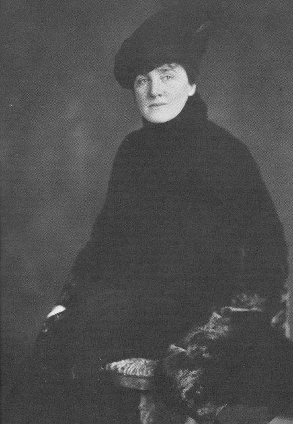 Mary Roberts Rinehart was the author of numerous murder mysteries and travelogues; she served as a war correspondent during WWI.