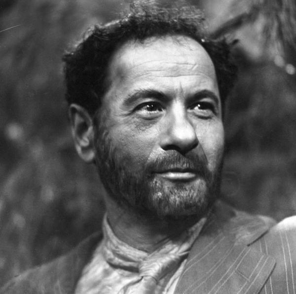 "Actor Eli Wallach, seen here in ""For Whom the Bell Tolls"" on the CBS show <em>Playhouse 90</em> in 1959, has died at the age of 98."