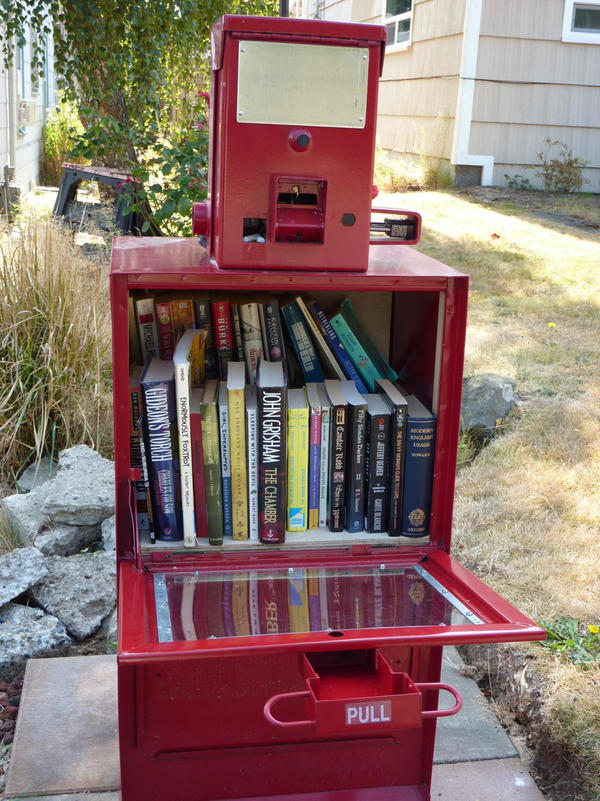 Little Free Library #1967 (Josh Larios/Flickr)