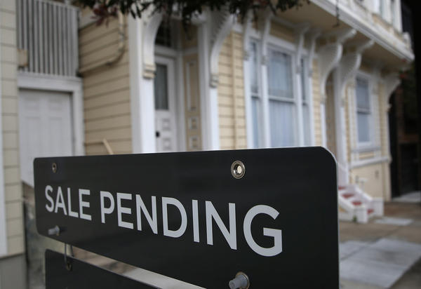 A sale pending sign is posted in front of a home for sale on July 17, 2014 in San Francisco, California. (Justin Sullivan/Getty Images)
