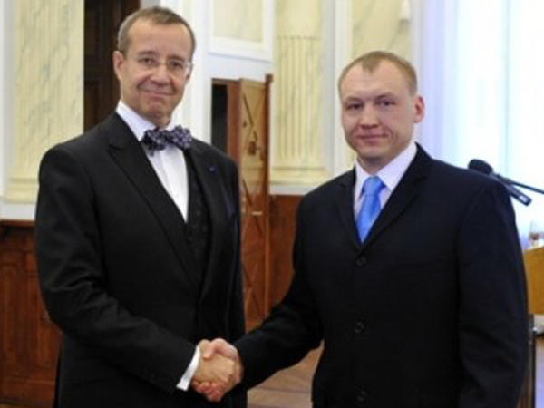 Estonian President Toomas Hendrik Ilves (left), with intelligence officer Eston Kohver in 2010. Kohver was arrested by Russian police on spying charges, but Estonian officials called it an illegal kidnapping.