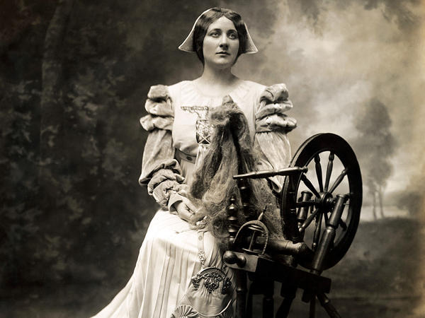 Scottish-American soprano Mary Garden (1874-1967) portrayed Goethe's character Gretchen, known as Marguerite in Charles Gounod's opera <em>Faust</em>.